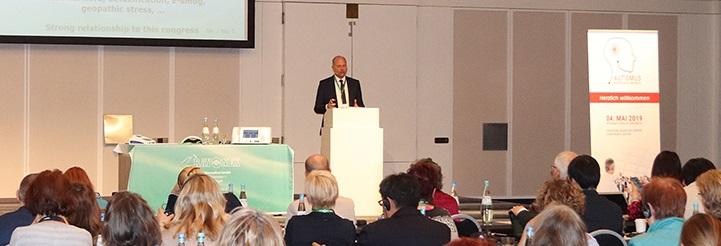 Il Prof. Dietmar Heimes, Direttore della Cattedra di Scienze della Bio risonanza, Università Anglo Cattolica, San Paolo Apostolo di Roma